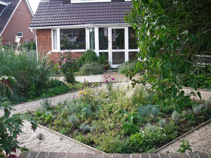 Front garden ideas by debbie carroll for Front garden designs uk