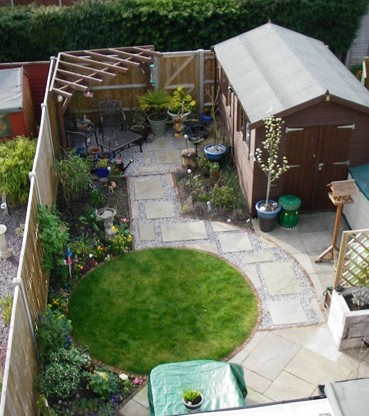 Small garden design debbie carroll for Back garden designs uk