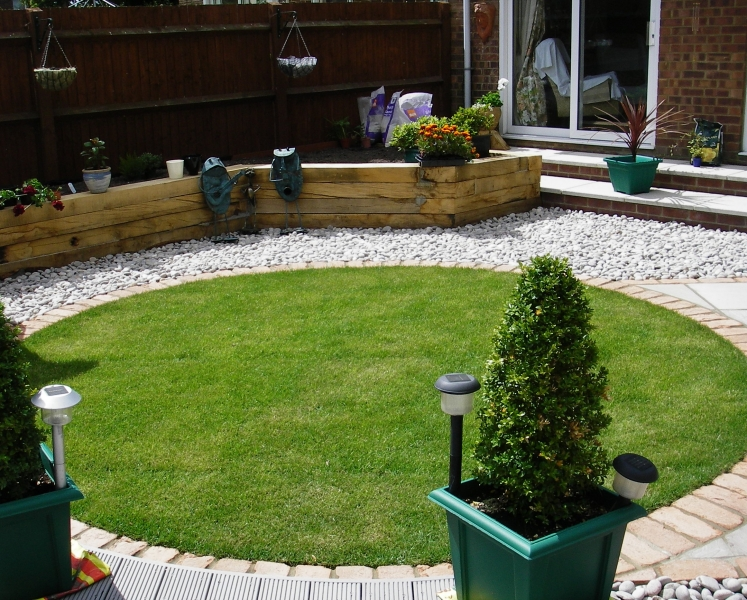 Small garden design debbie carroll for Very small garden design ideas uk