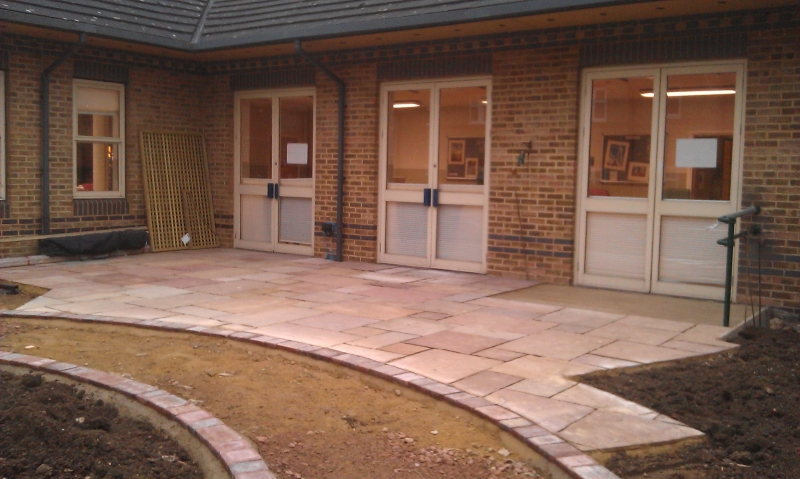 St Marks Hospital physiotherapy garden (1)