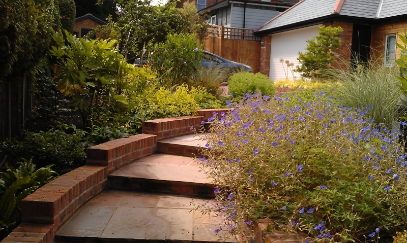 Front garden with levels (1)