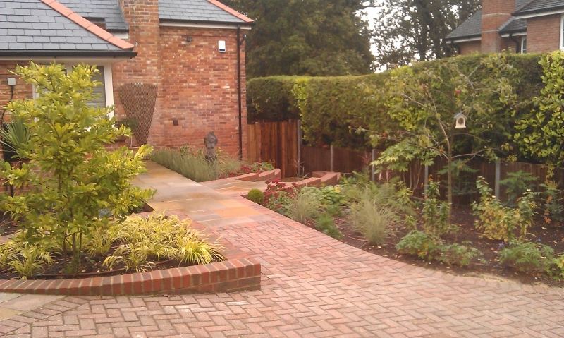 Front garden with levels (2)