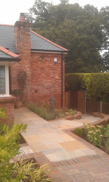Front garden with levels (3)