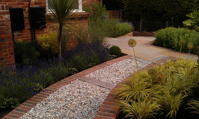 Front garden with levels (4)