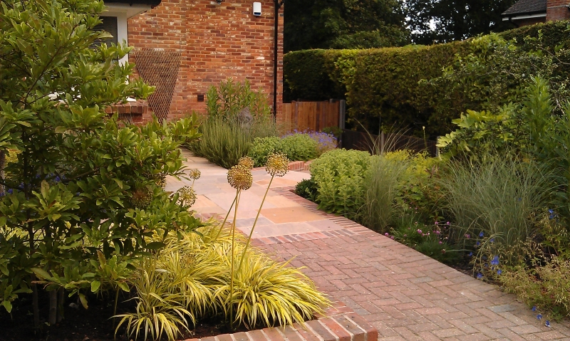 Front garden with levels (5)
