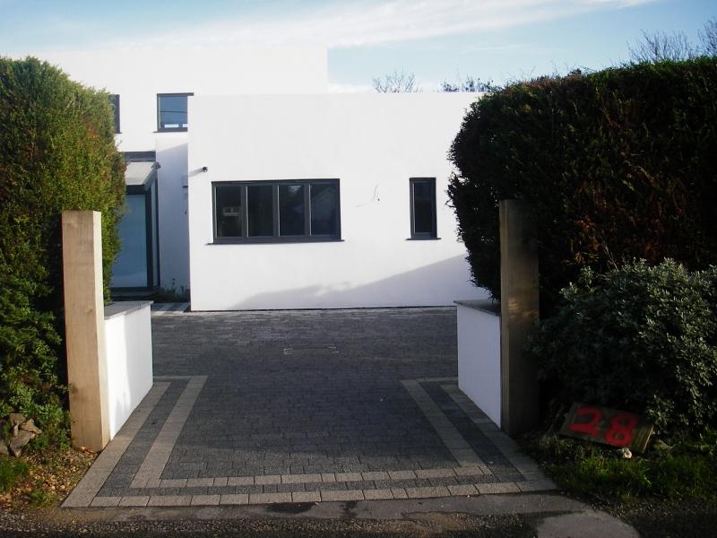 Contemporary front garden (4)