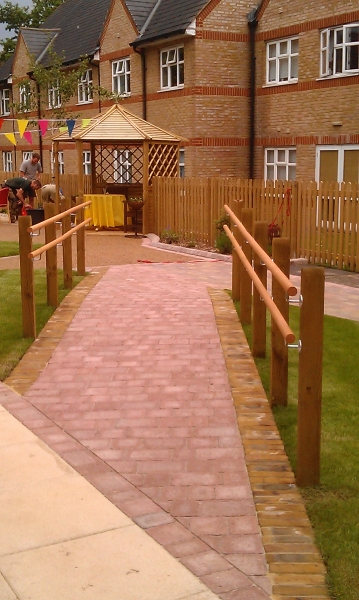 St Marks Hospital physiotherapy garden (10)