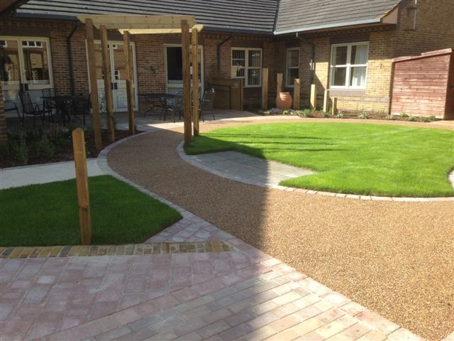 St Marks Hospital physiotherapy garden (13)