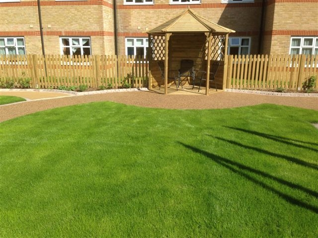 St Marks Hospital physiotherapy garden (15)