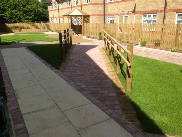 St Marks Hospital physiotherapy garden (16)