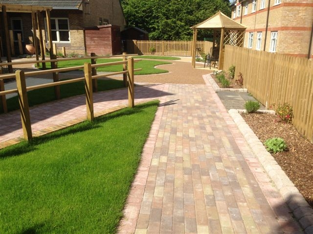 St Marks Hospital physiotherapy garden (17)